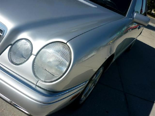 1997 Mercedes-Benz E-Class E320 4 door very clean power everything