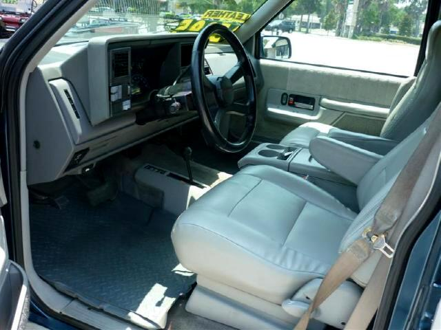 1994 Chevrolet Suburban K1500 4WD Newer Chrome Wheels nice leather interio
