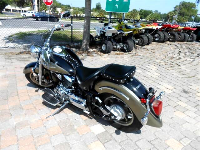 2005 Yamaha XVS1100 Vstar 1100 cruiser motorcycle rides nice and comfo