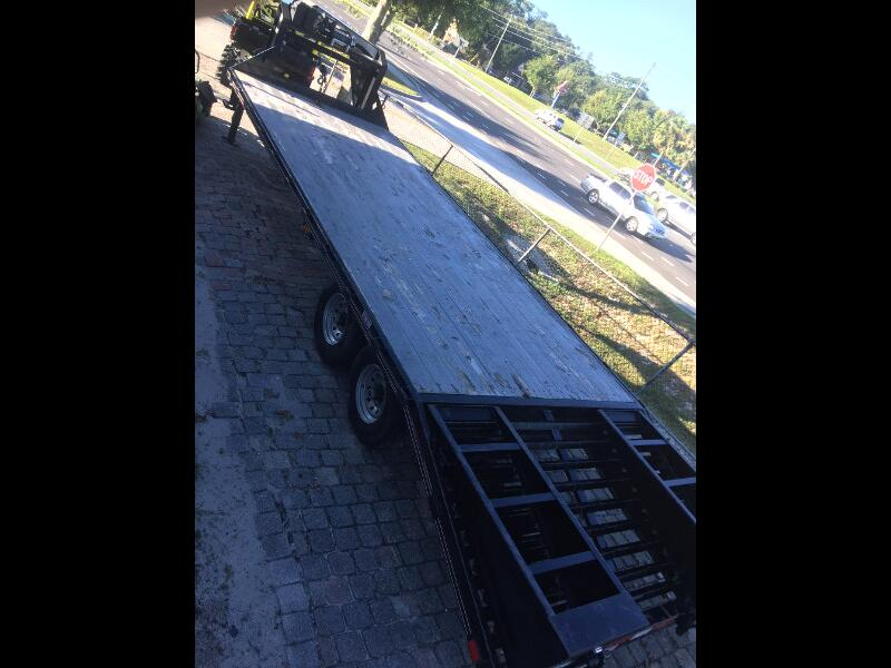 Diamond C Equipment Trailer  2014