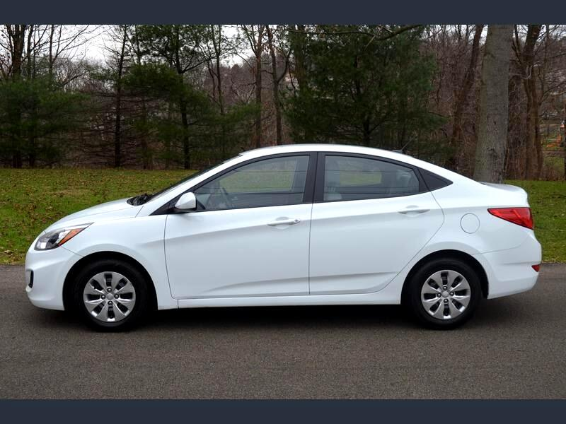 2016 Hyundai Accent SE 4-Door sedan