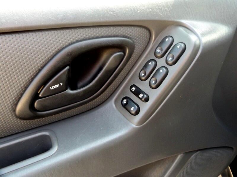 2006 Ford Escape 4dr 2.3L XLS