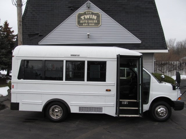 2008 Chevrolet Express G3500 14-Passenger Bus