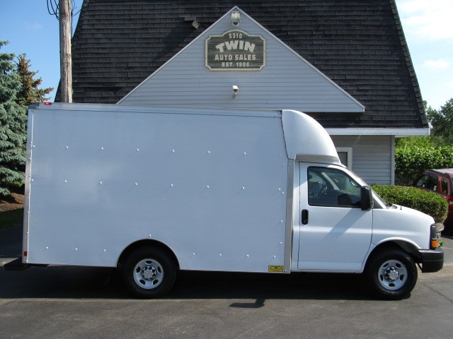 2015 Chevrolet Express G3500 10' Cube Body