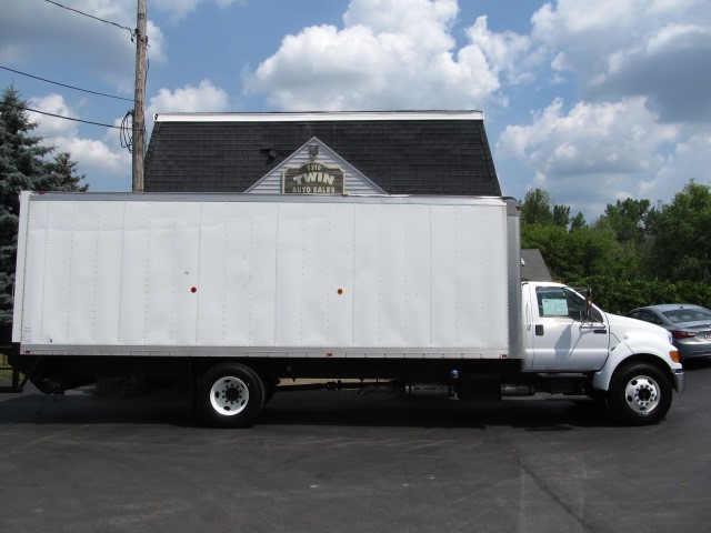 2013 Ford F-650 Regular Cab  26' Box Tuck-under Liftgate 2WD DRW