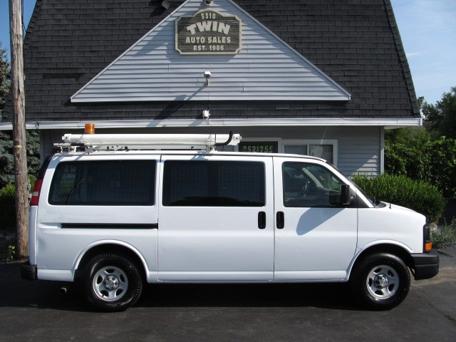 2007 Chevrolet Express 1500 Cargo Van Shelves Bins Ladder Rack