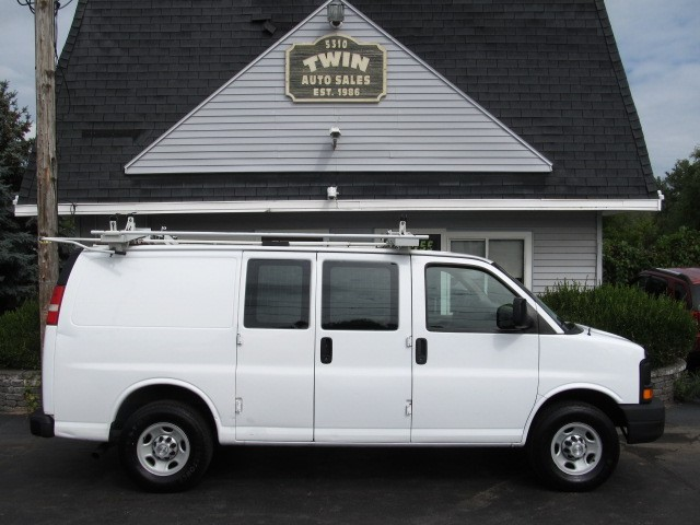 2008 Chevrolet Express 2500 Cargo Shelves Bins Ladder Rack