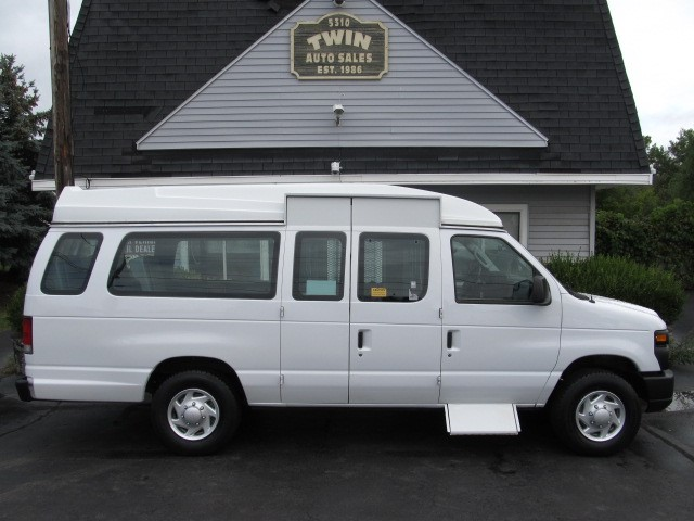 2013 Ford Econoline E250 Extended Wheel Chair Lift Van  Power Lift  4P