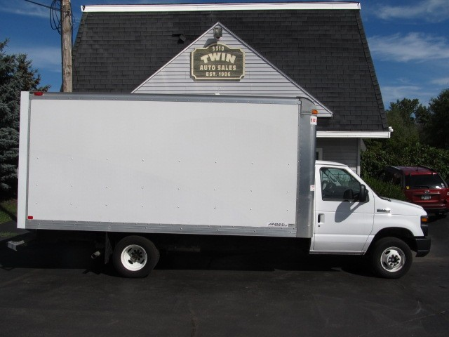 2017 Ford Econoline E450  16' Cube Body Pull-out Ramp Low Miles Factor