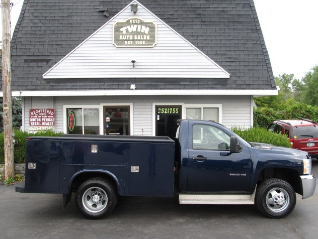 2010 Chevrolet Silverado 3500HD Regular Cab 4x4 Open Knapheide Utility Body