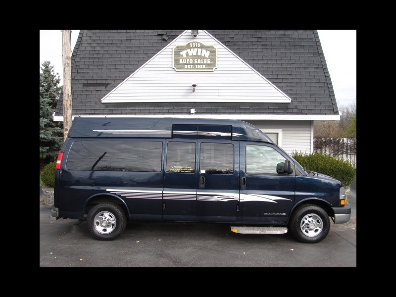 2012 Chevrolet Express LT3500 Extended 8 Pas with Wheelchair Lift