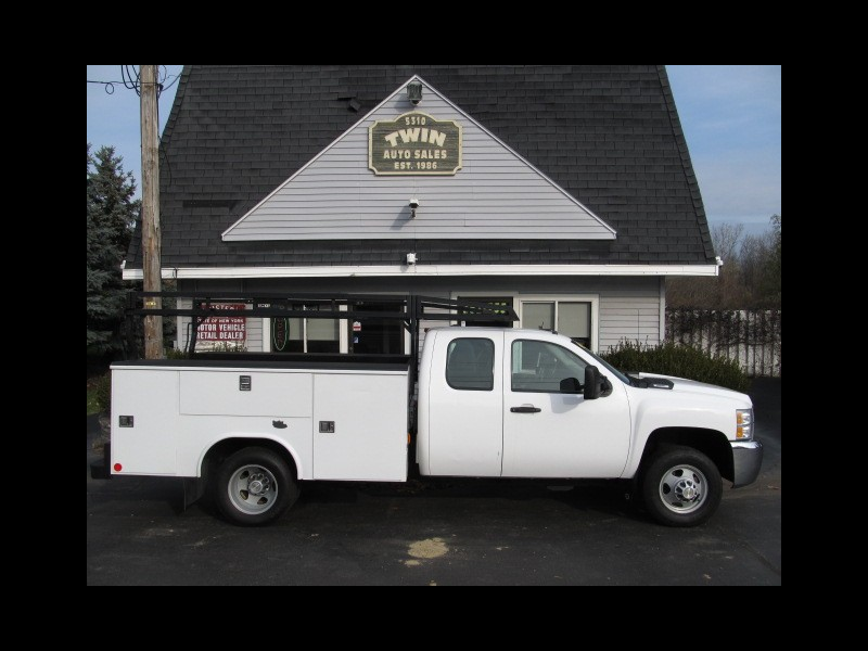 2009 Chevrolet Silverado 3500HD Ext Cab  Open Utility Body Ladder Rack DRW