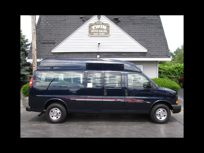 2013 Chevrolet Express 2500 Hi-top Extended Wheelchair Van w/ Lift