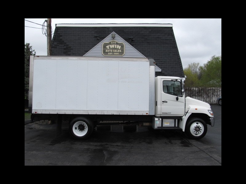 2010 Hino 268 16' Box Pull-out Ramp