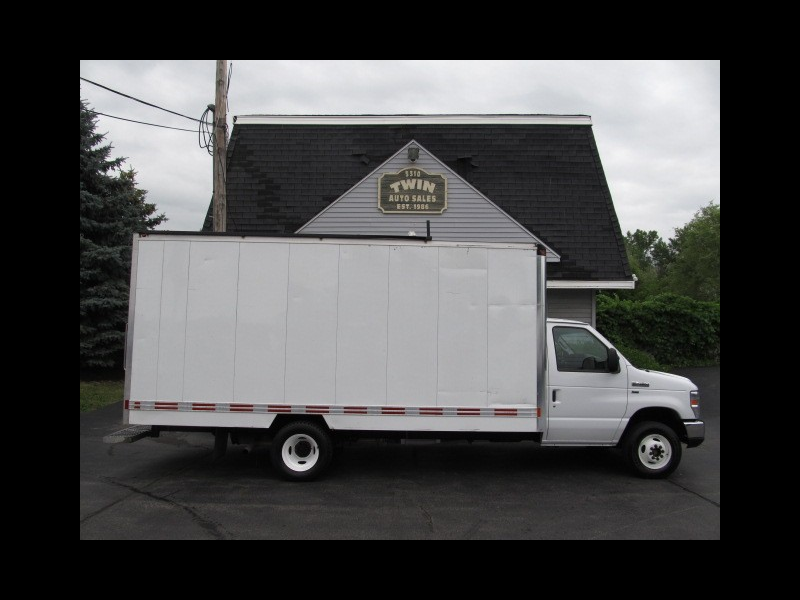 2014 Ford Econoline E-450 16' Cube Shelves Pull-out ramp