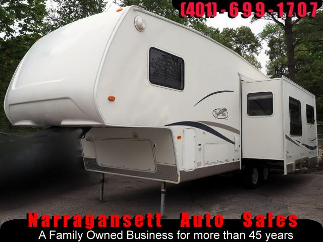 2003 R-Vision Trail-Bay 27' Fifth Wheel with Slide-Out Sleeps 6