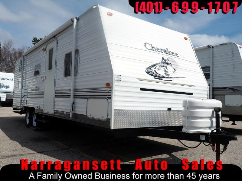 2005 Forest River Cherokee 28' Slide-Out Front Queen Rear Bunks Sleeps 8