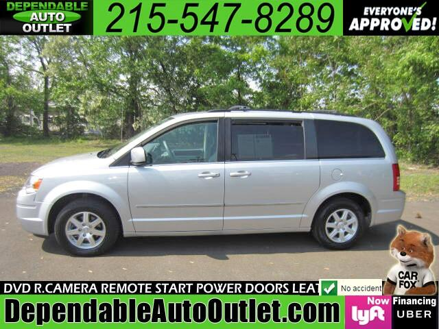 2010 Chrysler Town & Country Touring w/DVD Rear Camera