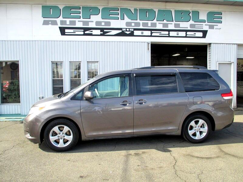 Toyota Sienna 5dr 7-Pass Van V6 LE FWD (Natl) 2012