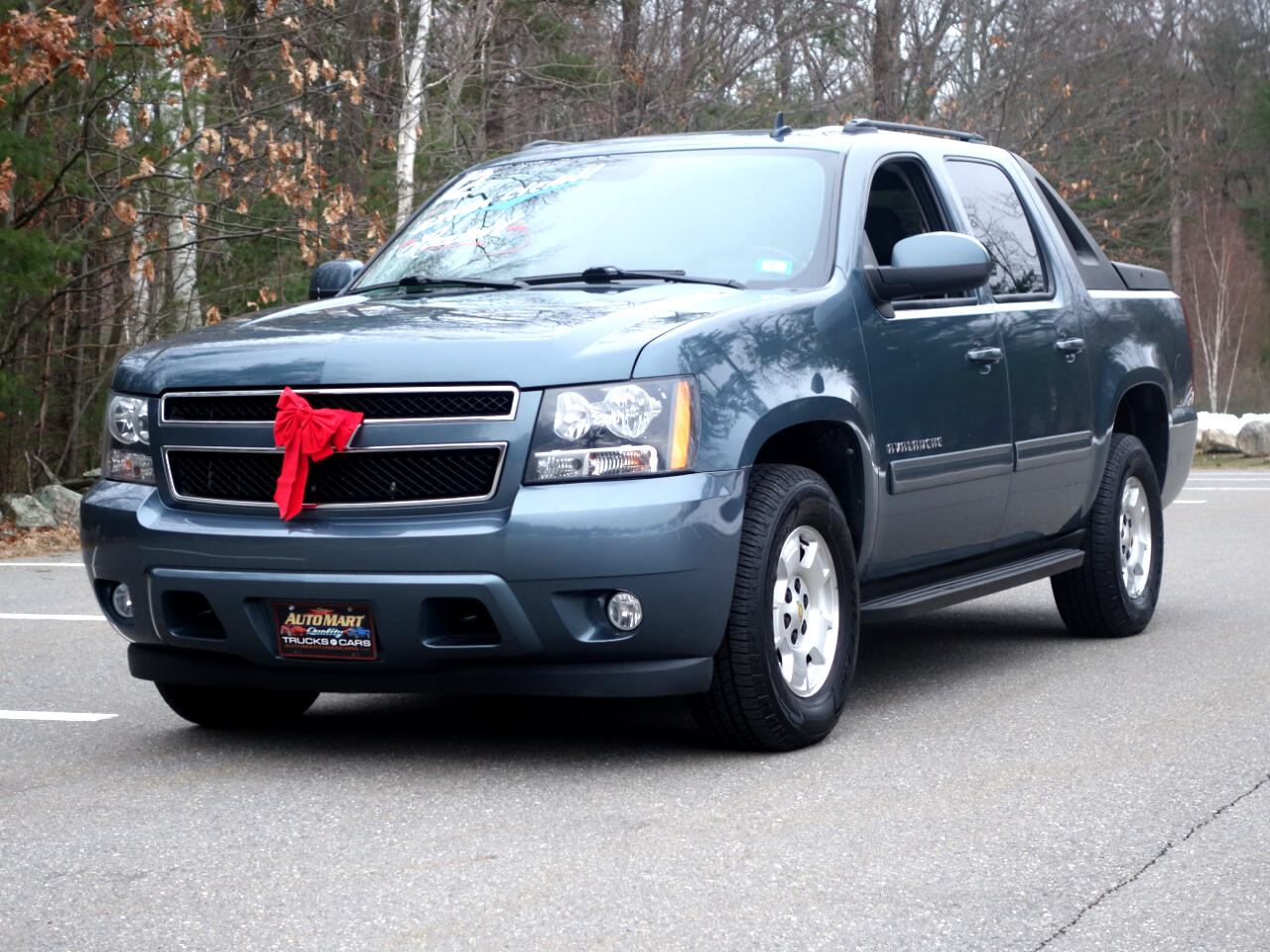 Chevrolet Avalanche 4WD Crew Cab LS 2012