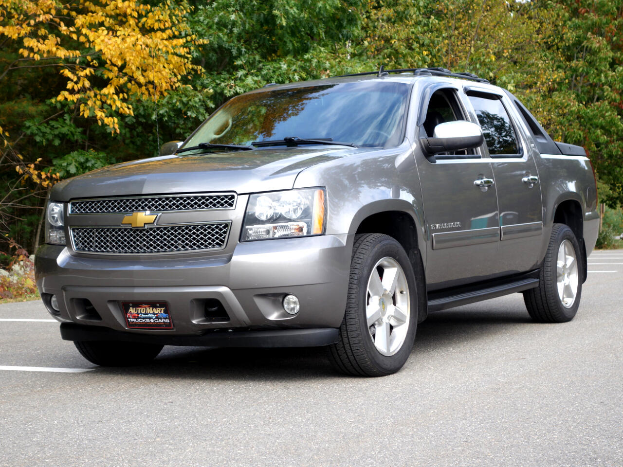 Chevrolet Avalanche 4WD Crew Cab LT 2012