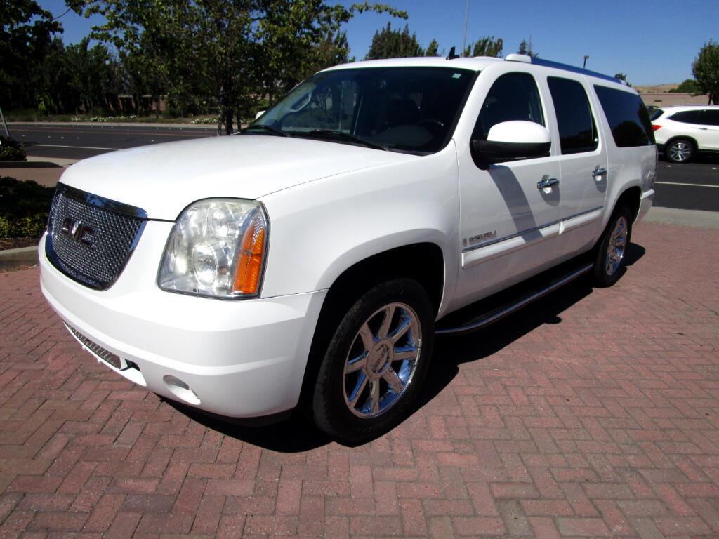 2008 GMC Yukon XL Denali AWD*NAV*SAT*DVD/REMOTES*CAPT CHAIRS*F/R HEAT SEATS