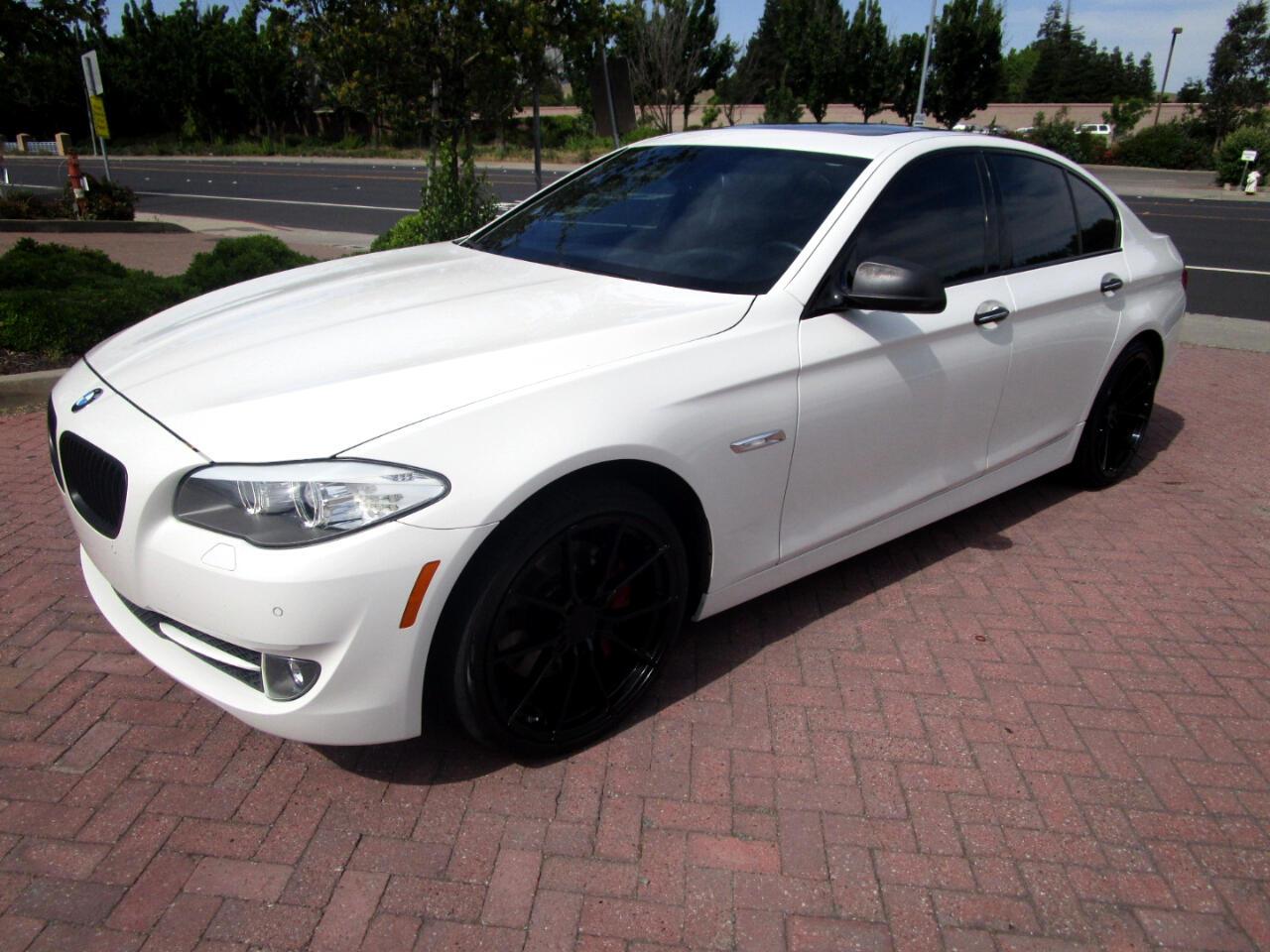 2011 BMW 550i SPORT-PREMIUM PKG**NAV*HEAT-AC SEATS**SAT RADIO**