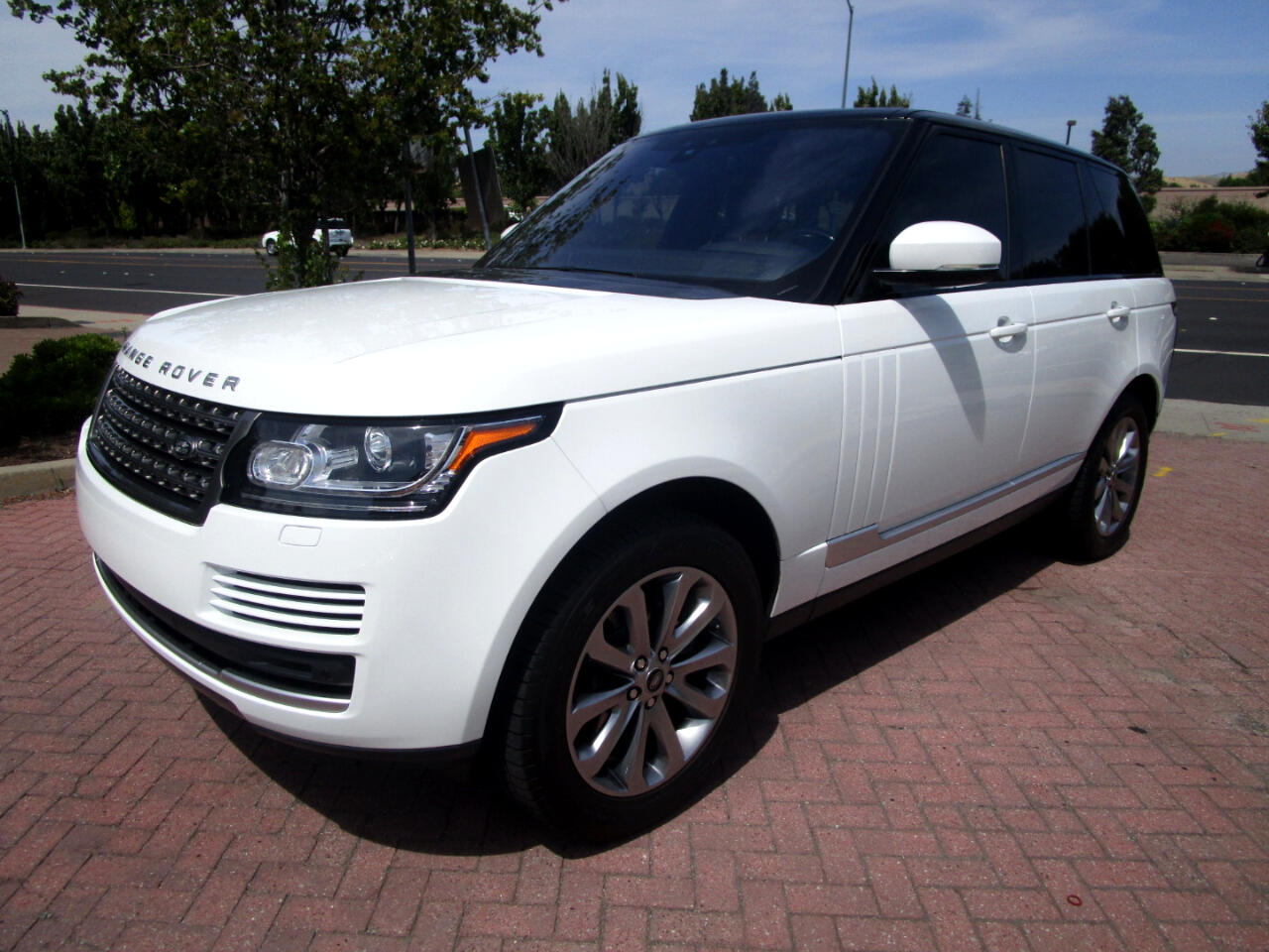 2017 Land Rover Range Rover SUPERCHARGED 3.0 LITER V6**HEAT SEATS*NAV*SAT*PANO