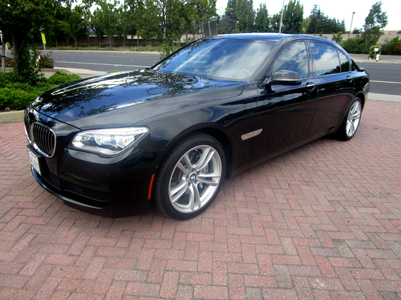 2015 BMW 750Li M SPORT-PREM-EXEC PKG'S**DRIVER ASSIST PLUS**HEAT/