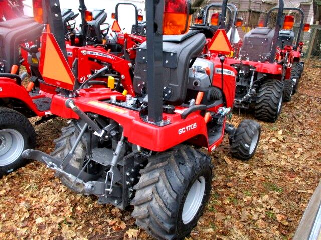 2017 Massey Ferguson Farm GC1705 SUBCOMPACT 4X4 TRACTOR W/VALVE
