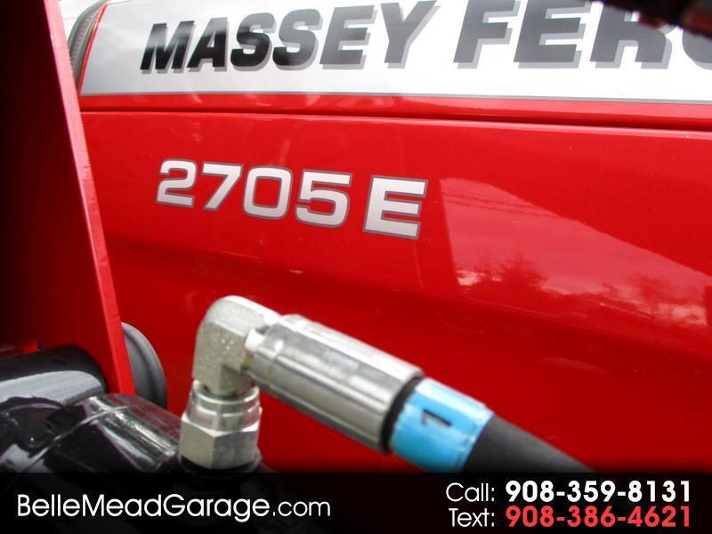 2018 Massey Ferguson Farm 2705E TRACTOR LOADER