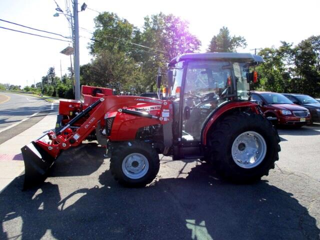 2017 Massey Ferguson Farm 1758 L  CAB 4X4 LOADER  MASSEY