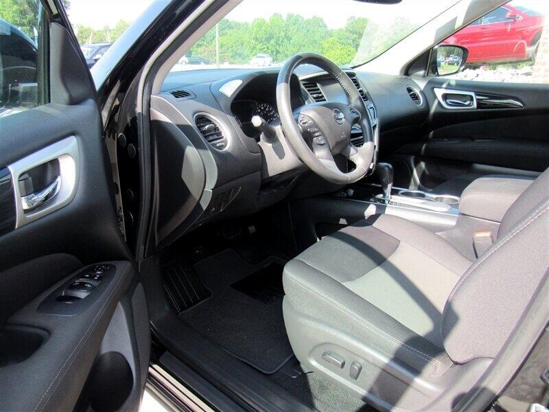 2017 Nissan Pathfinder FWD SV