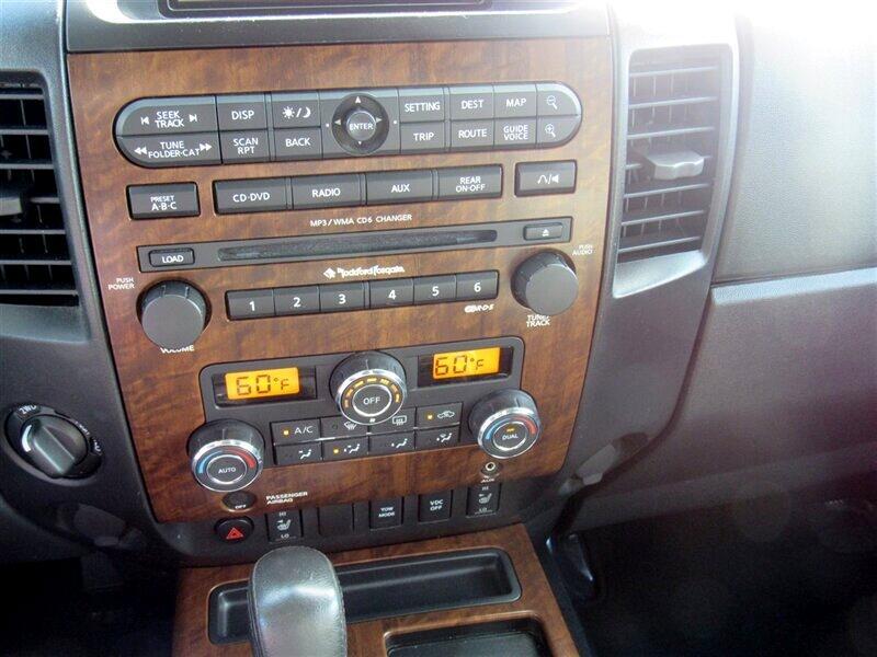 2011 Nissan Titan 4WD Crew Cab SWB SL