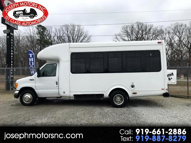 2005 Ford Econoline Commercial Cutaway Handicap Shuttle Bus
