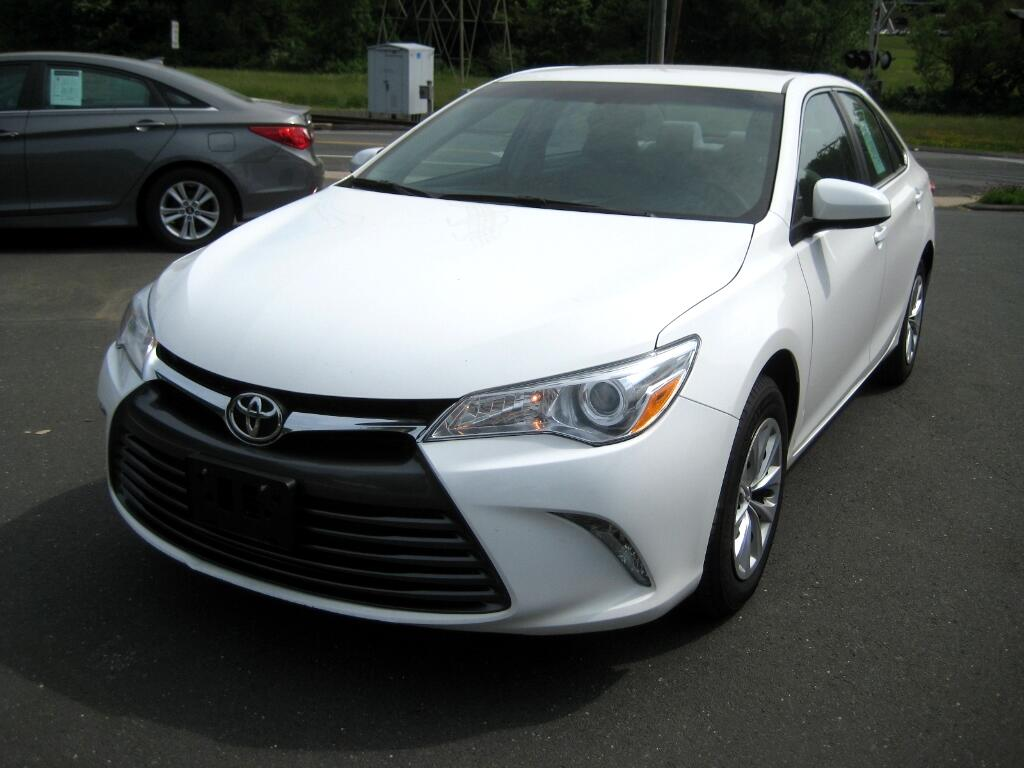 2015 Toyota Camry 4dr Sdn I4 Auto LE (Natl)