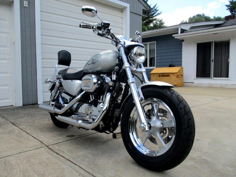 Harley-Davidson XL1200C  2012
