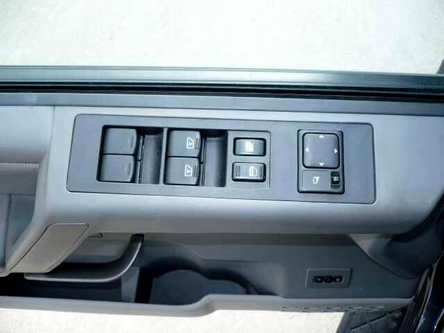 2004 Nissan Armada LE 4WD
