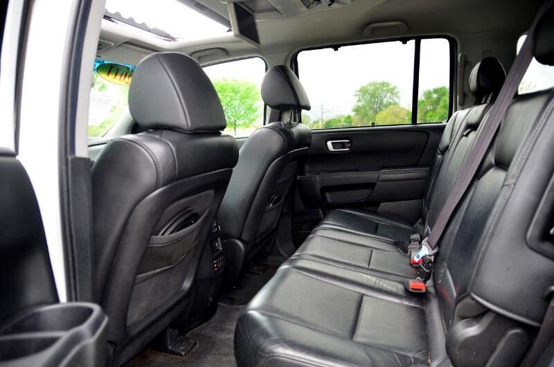2011 Honda Pilot Touring 4WD 5-Spd AT with DVD