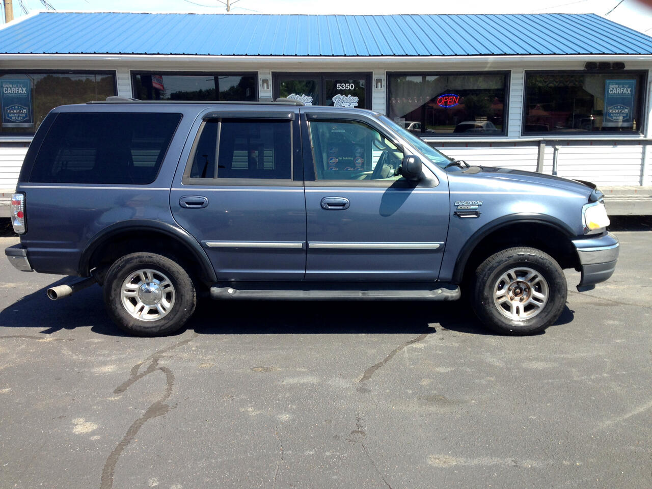 "2002 Ford Expedition 119"" WB XLT 4WD"