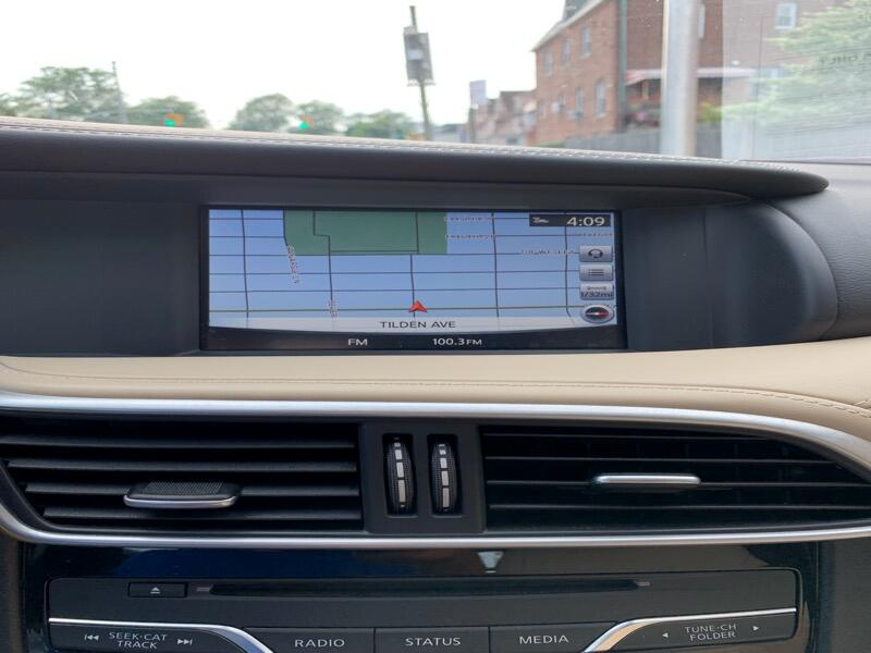 2017 Infiniti QX30 Premium AWD