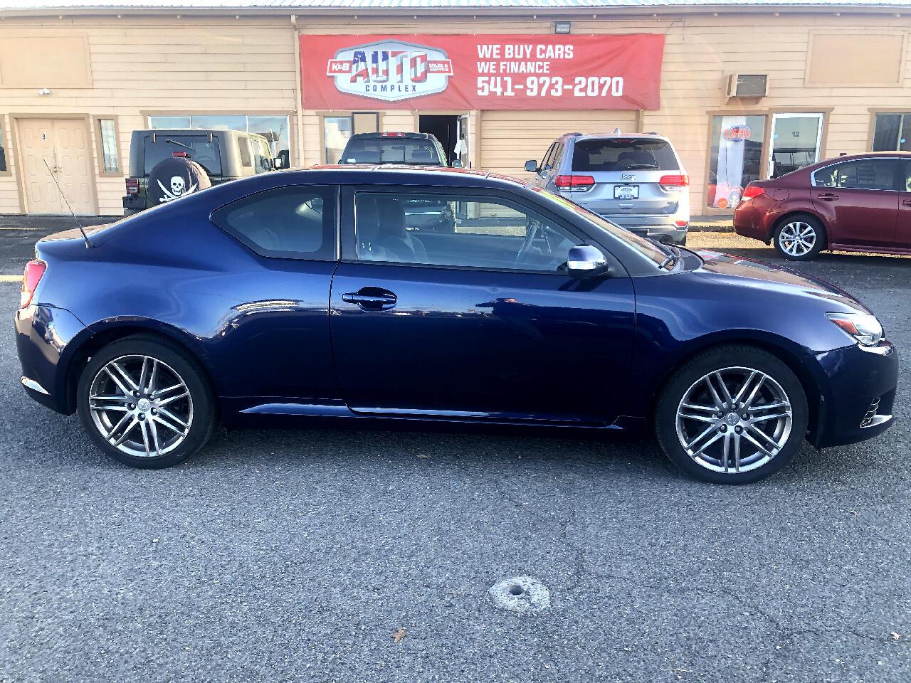 Scion tC 2dr HB Man (Natl) 2011