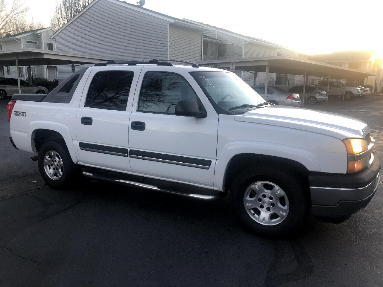 """Chevrolet Avalanche 1500 5dr Crew Cab 130"""" WB 4WD Z71 2005"""