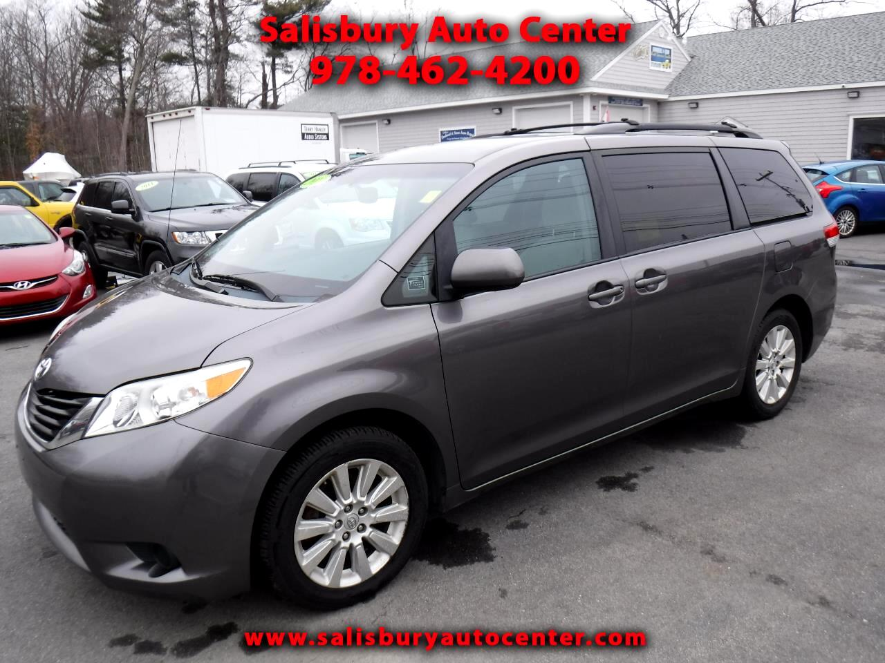 Toyota Sienna LE AWD 7-Pass V6 2011