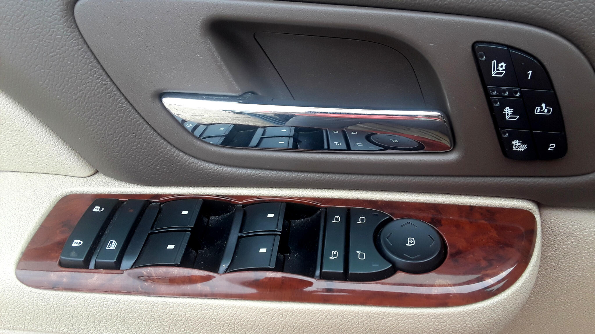 2014 Chevrolet Suburban 2WD 4dr LTZ