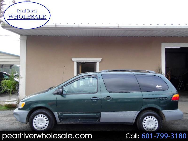 2000 Toyota Sienna CE 4-Door