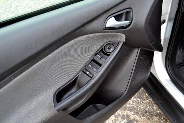 2013 Ford FOCUS SE SE Sedan