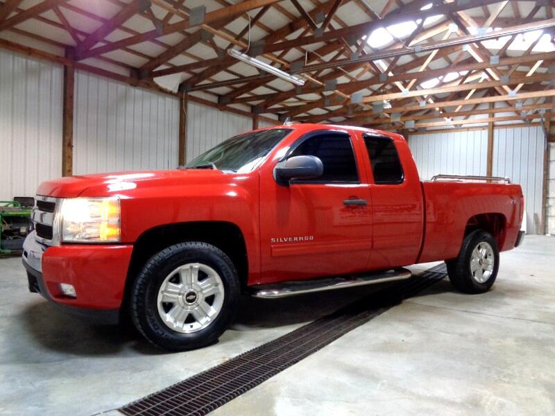 """2011 Chevrolet Silverado 1500 2WD Ext Cab 143.5"""" LT"""