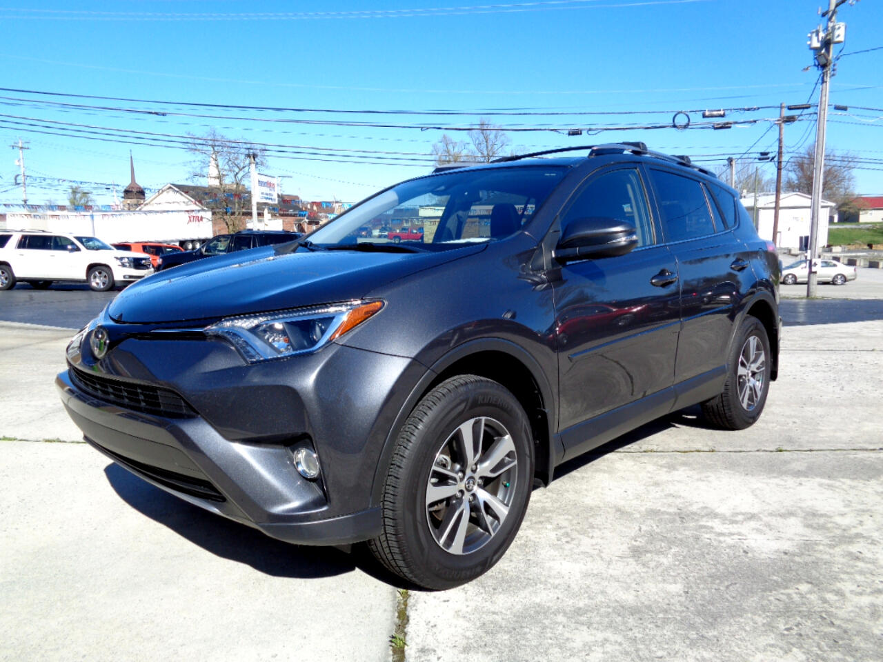 Toyota RAV4 XLE FWD (Natl) 2017