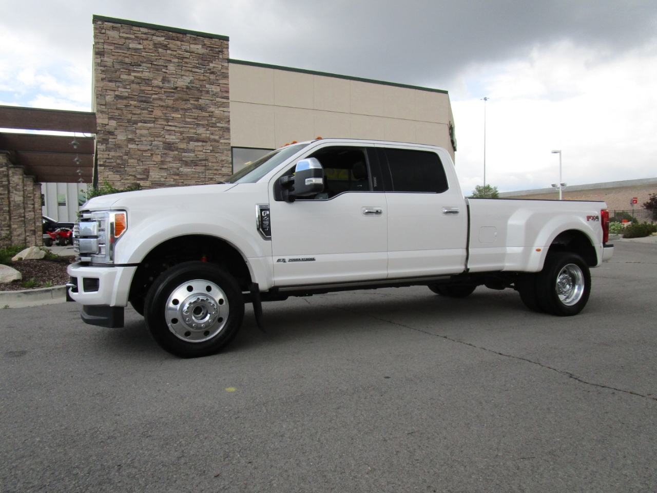 2017 Ford Super Duty F-450 DRW 4WD Crew Cab 172
